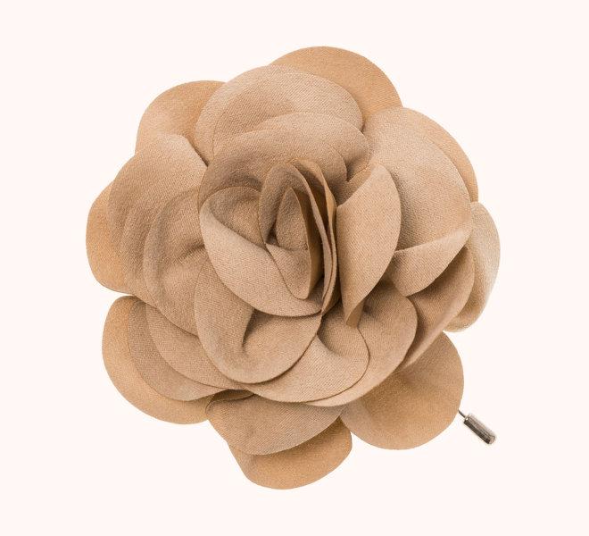 colección siena complementos chica invierno 2020 broche pincho flor de antelina crudo