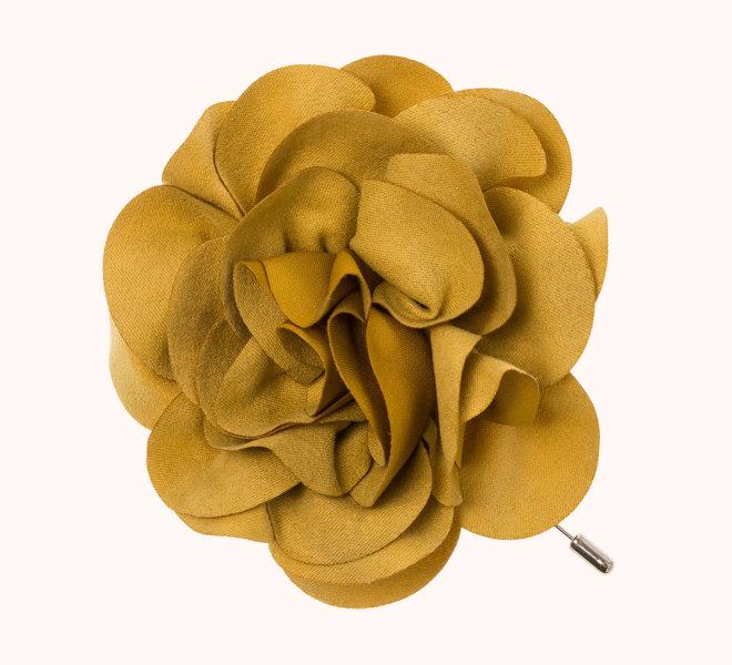 colección siena complementos chica invierno 2020 broche pincho flor de antelina mostaza