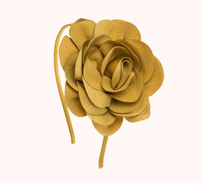 colección siena complementos chica invierno 2020 diadema flor de antelina mostaza
